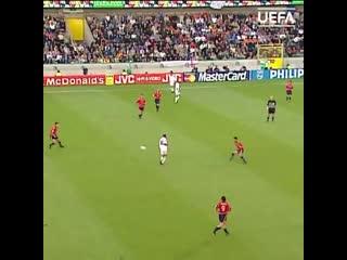 Зинедин Зидан в матче ЕВРО-2000 против Испании