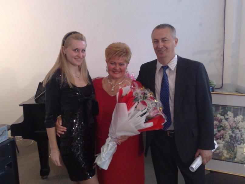 Богдан Безкоровайный с семьёй: женой Натальей и дочерью Еленой