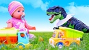 Видео для детей - БЕБИ БОН и малыш Динозавр! – Весёлые игры с Baby Born на детской площадке