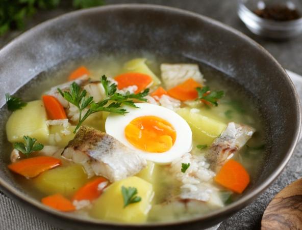 Рыбный суп из минтая с рисом (уха)