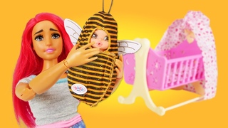 Le bébé de Barbie s'est transformé en abeille! Jeux pour filles avec la poupée LadyBug.