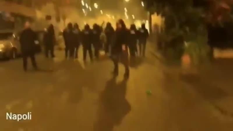 Scontri violenti a Napoli