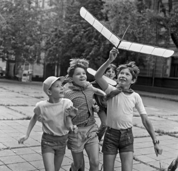 Как я изобрел вакцину в СССР Пора и мне рассказать о вакцине. О моей вакцине. У меня большой опыт в их производстве. Теперь, спустя годы, уже можно открыть формулу.Например, взять раствор