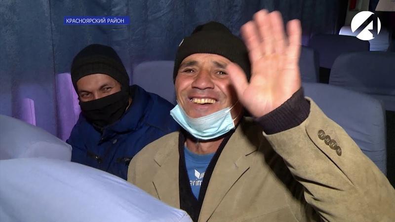 Узбекских мигрантов отправили из Астрахани домой. Они целый месяц жили в приграничном кафе