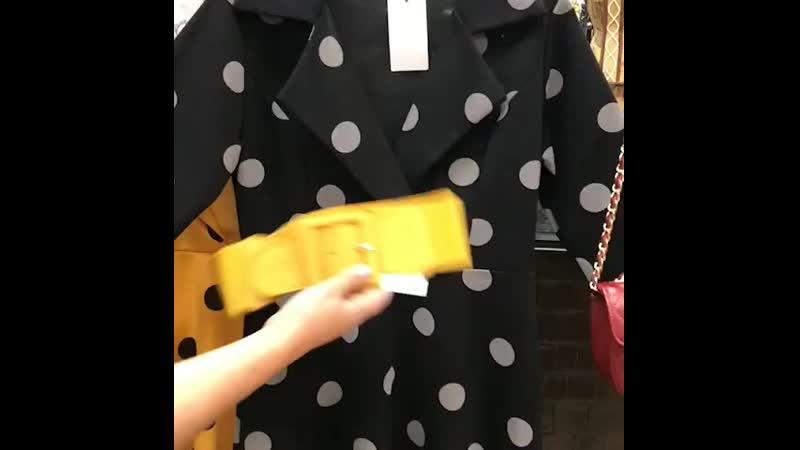 Платье в горошек ремешок