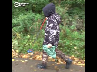 11-летний Матвей убирает мусор на улицах родного села