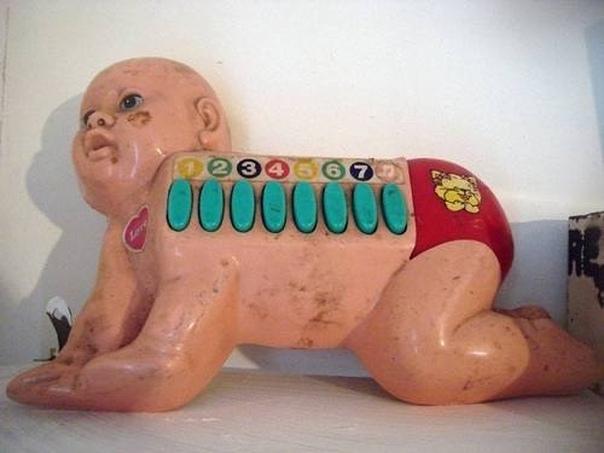 Необычные детские игрушки Производители игрушек, похоже, считают, что людям уже наскучили куклы Барби и плюшевые мишки. Их другие, более нетрадиционные игрушки прям очень необычные. Некоторые из