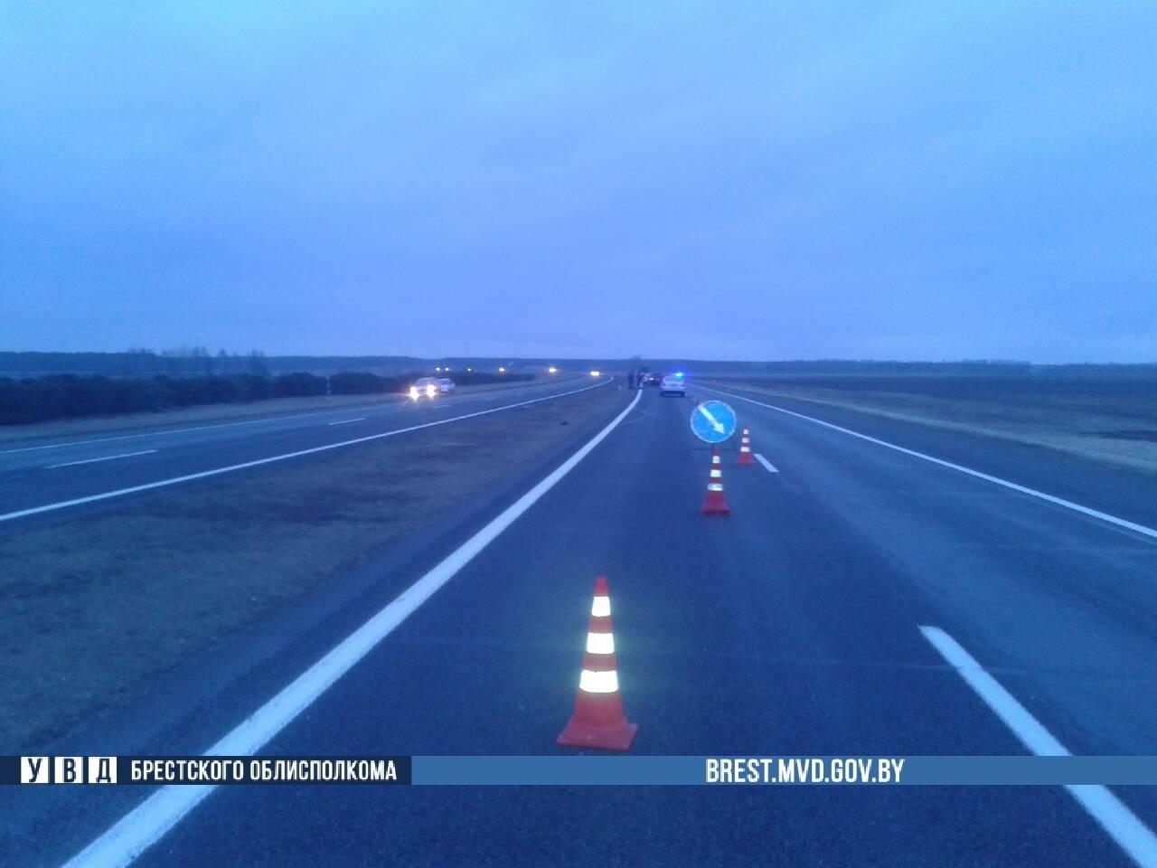 В Березовском районе на трассе М-1 погиб пешеход: шёл по дороге