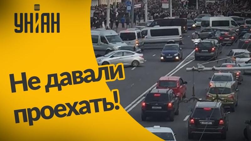 В Беларуси водители блокировали автобусы ОМОНа