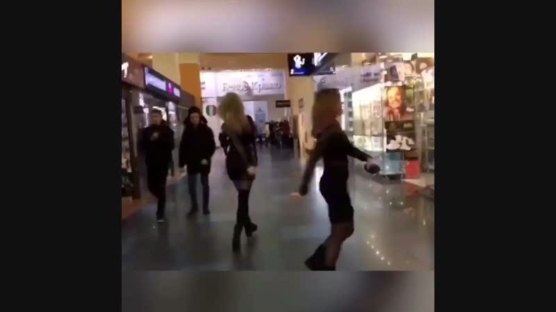 Белгородки устроили танцы в Сити Молле🤣