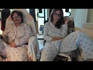 Mother and daughter masturbate and watch porn(порно)