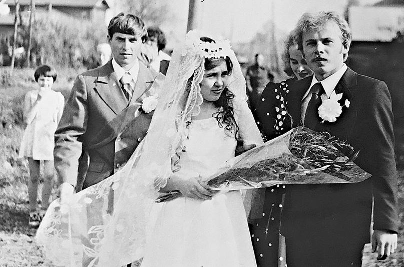 «Идём жениться». Слева направо: Н.Деминцев, Е.Протасова, А.Протасов.
