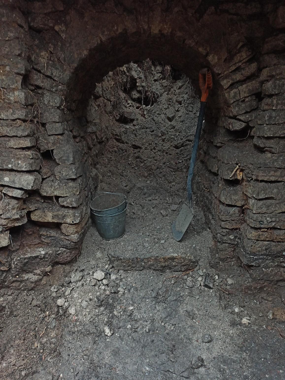 Псковские археологи нашли в центре города горшок