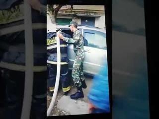 Актюбинец облил машину бензином и грозил самосожжением