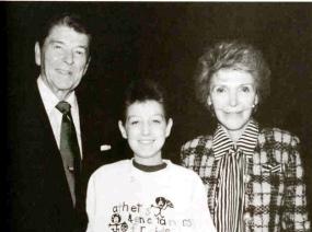 встреча восемнадцатилетнего Райана Уайта с Рональдом и Нэнси Рейган. Его последнее появление на публике [март 1990]