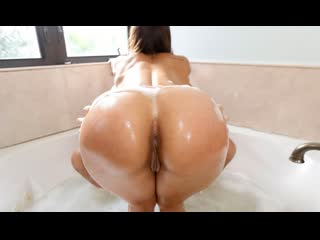 BangBros Kelsi Monroe - Soapy Sex In The Tub ()