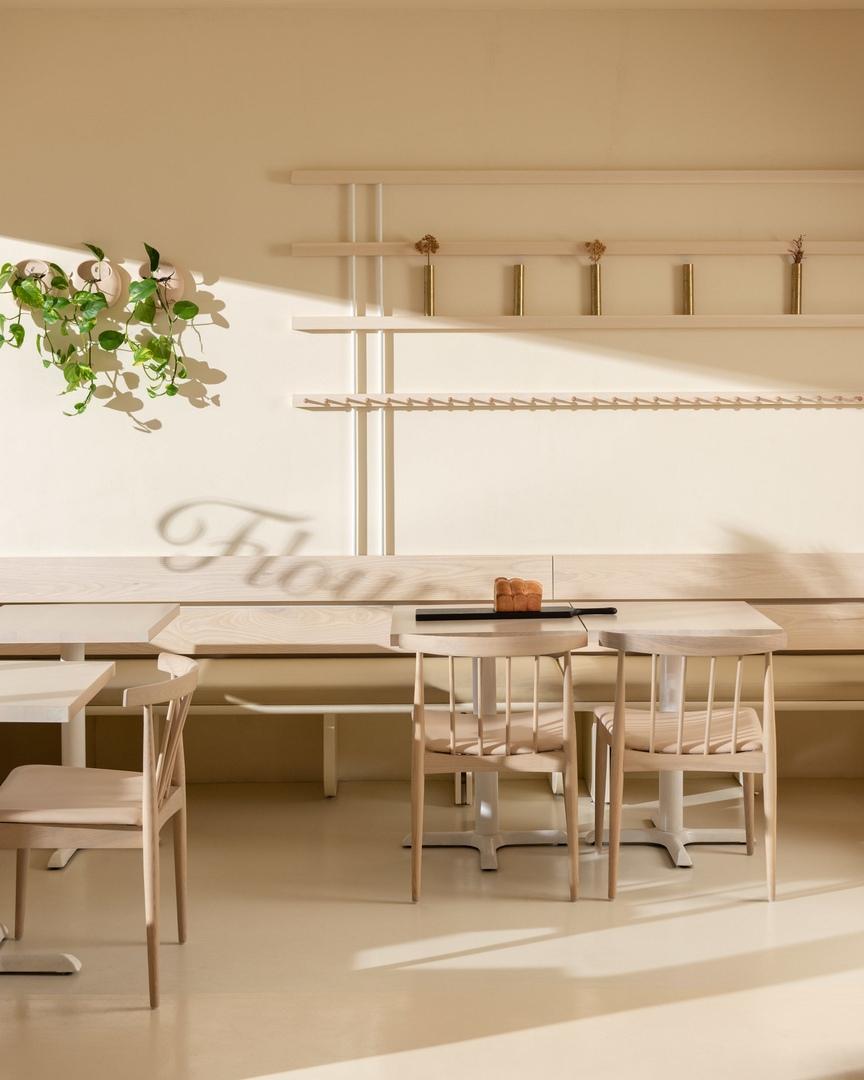 Оформление ванкуверской пекарни Flourist  в «солодовых тонах» от Ste Marie