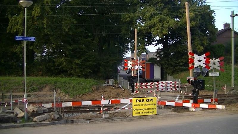 Spoorwegovergang Beek Elsloo Dutch railroad crossing