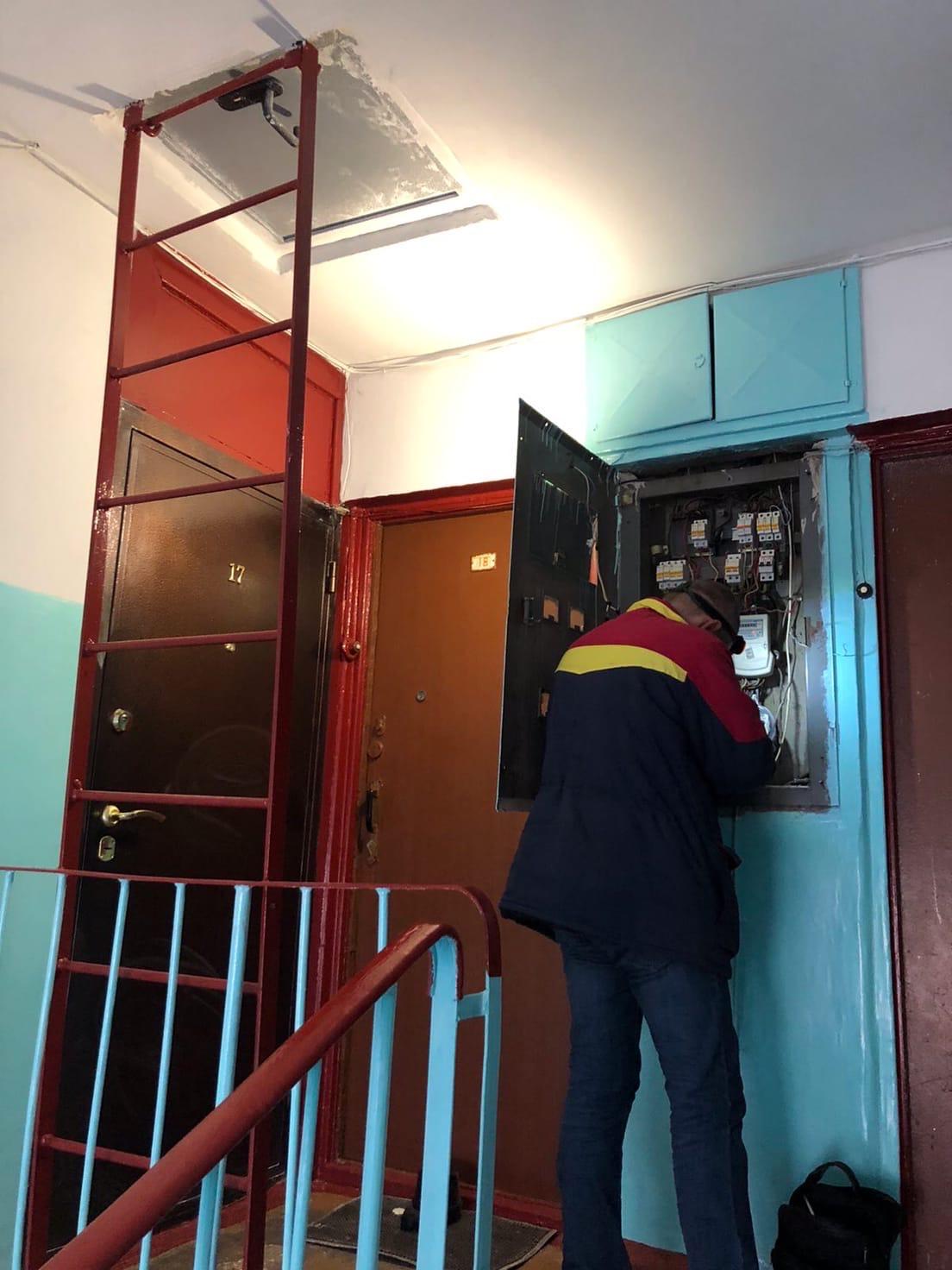 Улица Монтажников дом 30 идёт замена ИПУ