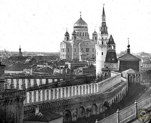 Самые старые фотографии Москвы Самые первые снимки Москвы были сделаны в 1839 году. В те времена выдержка достигала 30 минут, а сам снимок раскрашивали, дорисовывали фигурки людей, от чего он