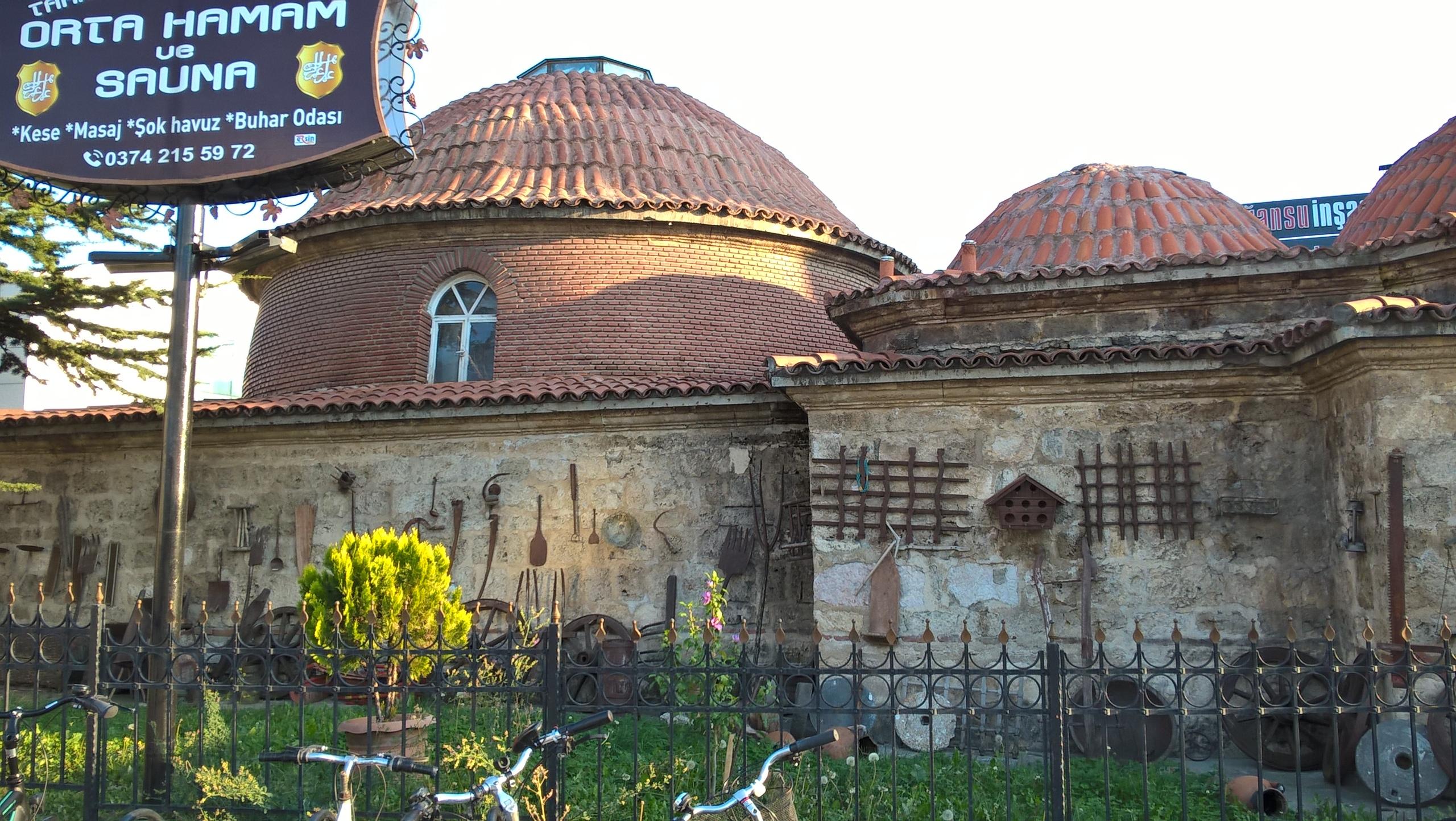 В Болу старинная баня