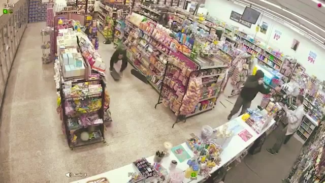 Shoplifters save man from armed robbery