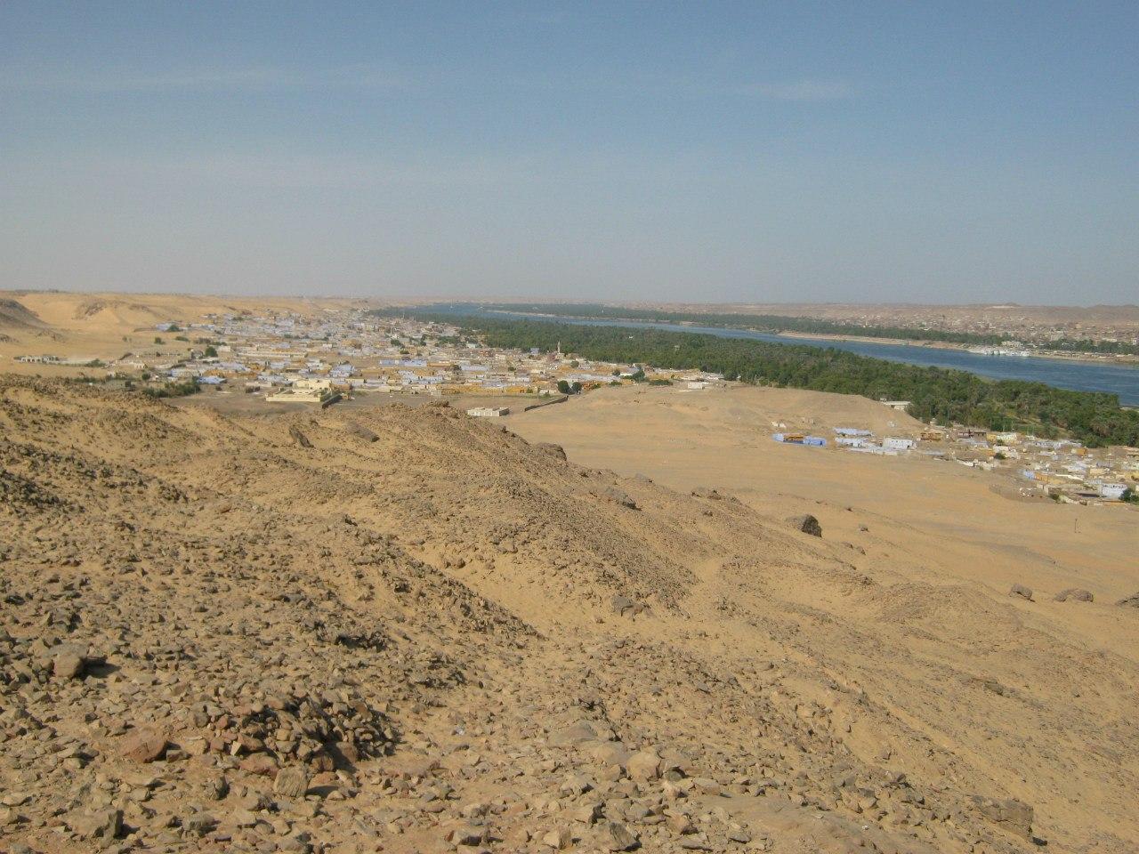 Виды на часть города Асуан и нубийское село