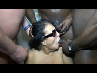 Толпа негров обкончали грудастую бабулю Kim [Blowjob, Bukkake, Cumshot, Facial, Granny, GILF, Interracial, Mature, Oral, Sperm]