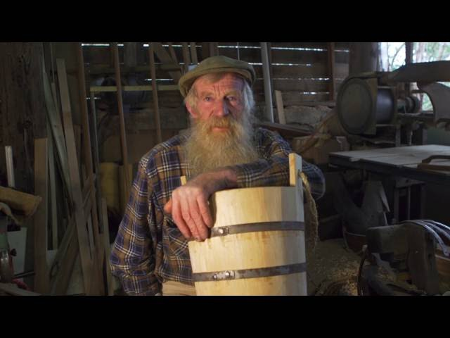 Traditional Cooper George Smithwick History and how to make a wooden bucket