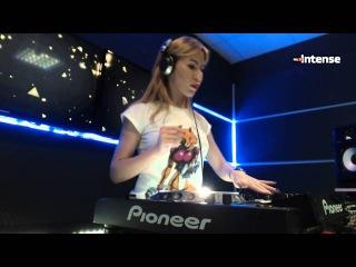 Elya - Live  Radio Intense