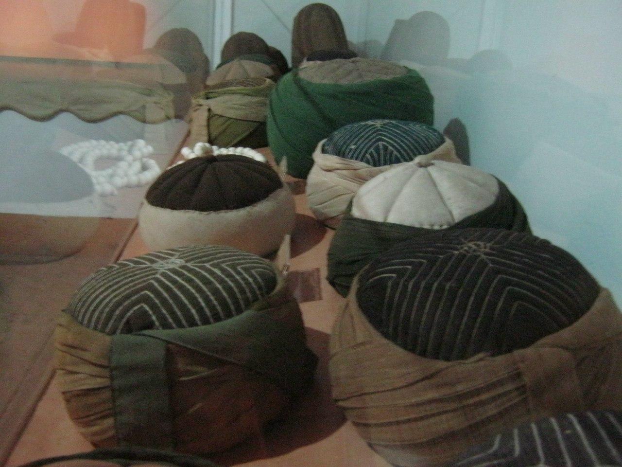 Шапки суфиев в музее дервишей в Кастамону