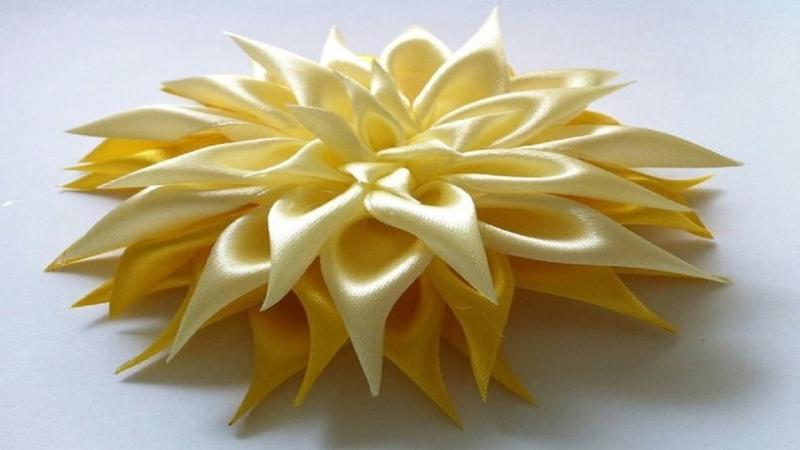 Желтая хризантема из атласных лент в технике цумами канзаши своими руками