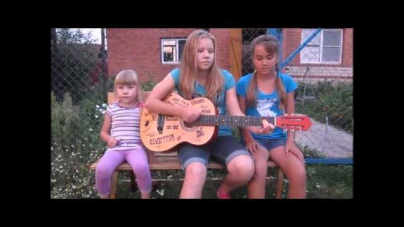 Девушки красиво поют под гитару песню АССОЛЬ ГРЕЙ АЛЫЕ ПАРУСА