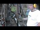 Закручивание свай дрелью буром для реконструкции фундамента дома