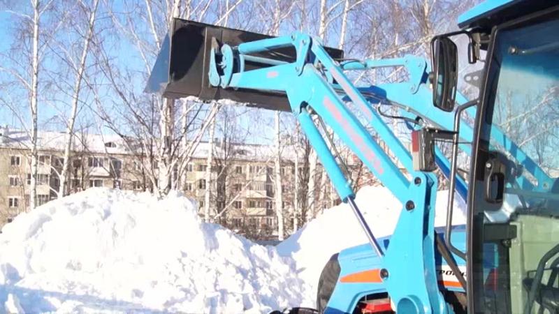 АГРОМАШ 85ТК МЕТАН убирает снег