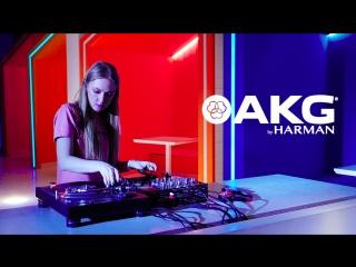 UPPERCUTS DJs Academy - Lena Zozulya Scratch Freestyle by AKG