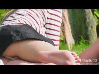 Под юбкой, подсмотрено под юбкой,трусики,подглядки в парке за девушками