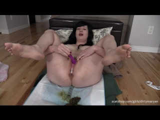 Dirtymaryan pooping and masturbating with glass dildo and vibrator [scat]