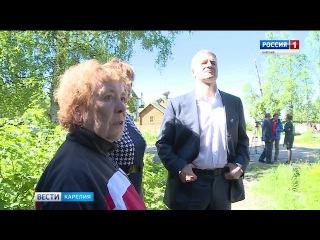 В День единого приема граждан Артур Парфенчиков в Лоухи отвечал на вопросы жите ...