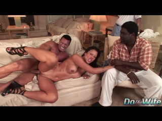 📼 Zoey Holloway - Ебет жену друга [ milf, mature, moms, ass, tits, 40+, cuckold, куколд, сексвайф, жена шлюха, свингеры, анал ]