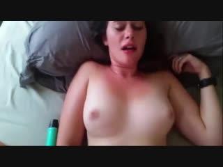 Молодую девочку трахают в бритую писю в periscope (секс порно эротика стонет кончила мастурбирует ласкает после школы сестра sex