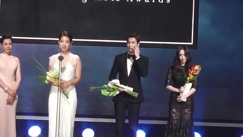 20150526 Ли Мин Хо и Пак Шин Хе на 51 й церемонии Baeksang Arts Awards cr Korean Star TV