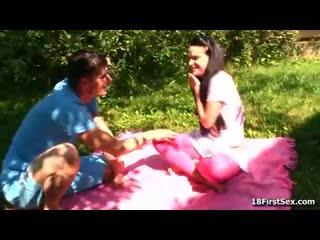Подписывайтесь) молодая пара на природе порно секс русское девушка дала парню на даче оргазм кончил русская стройная девочка