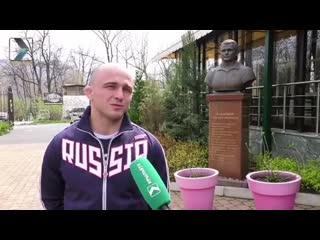 Махарбек Хадарцев поздравил новоиспеченного чемпиона Европы по вольной борьбе Владислава Валиева