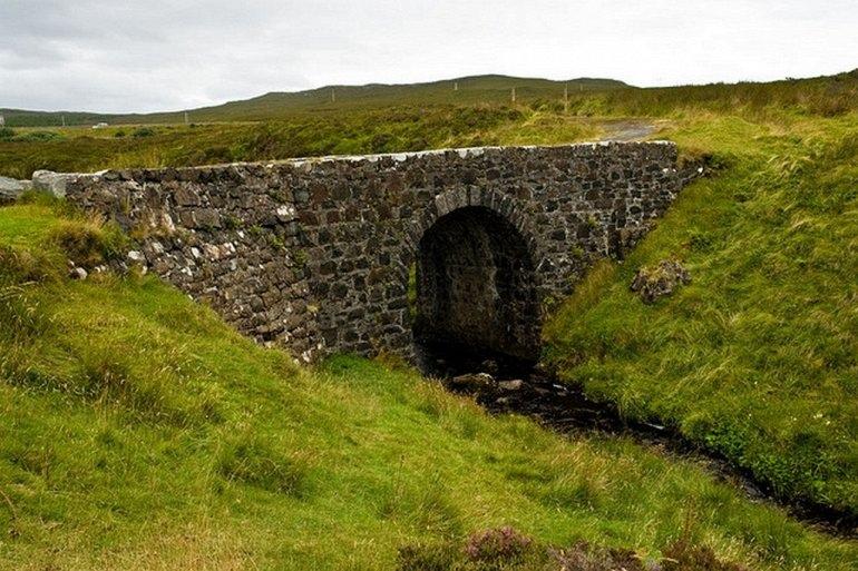 Интересные места нашей планеты Волшебный мост на о. Скай