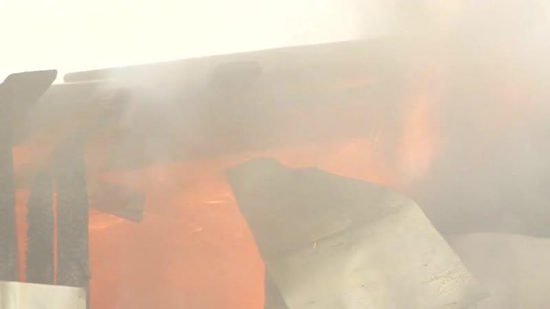 Пожар в гаражных боксах у большого Магнита