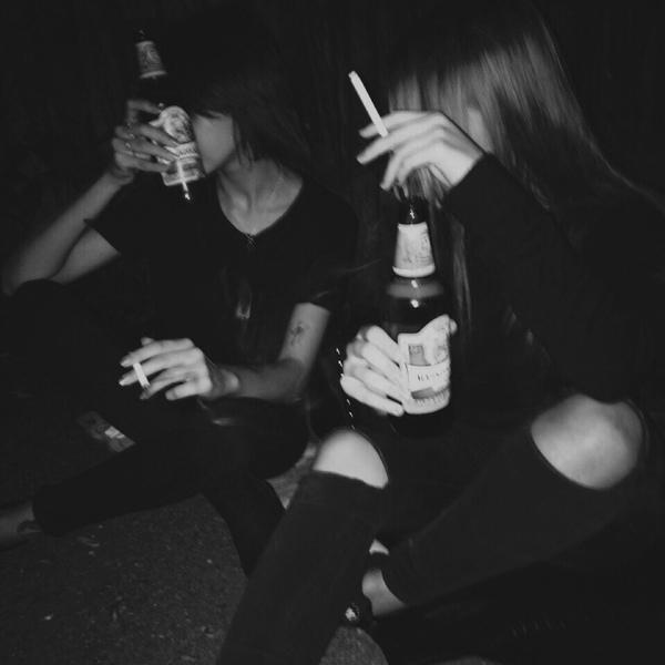 Картинки девушки с алкоголем в руках без лица
