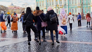 Город на Неве танцуют все. City on the Neva everyone dances Харинама