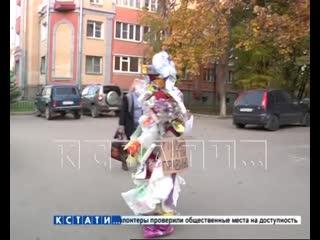 Человек-мусор борется за чистоту на Бору
