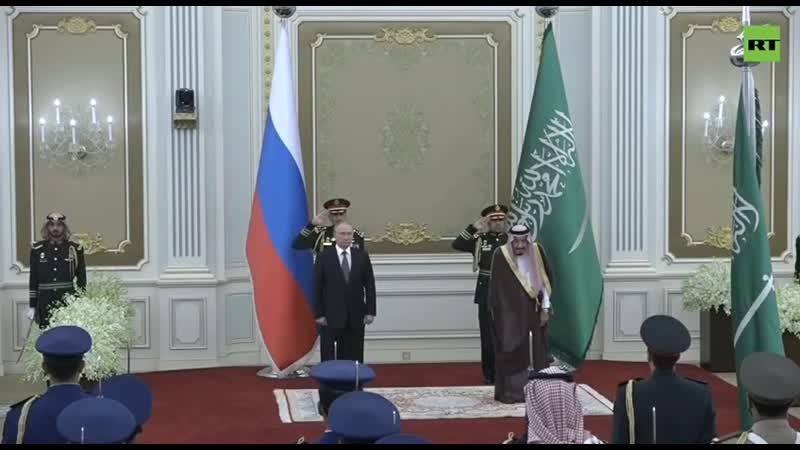 Оркестр Саудии пытается сыграть гимн РФ